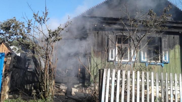 В Башкирии сгорел деревянный дом: пожар унес жизни трех человек