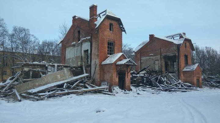 Горела дважды, а теперь снесли: в Ярославле разрушили школу Валентины Терешковой