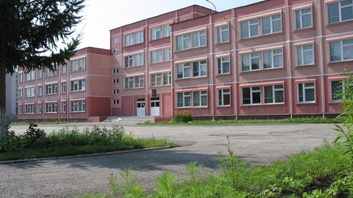 Эвакуировали 320 детей: в челябинской школе в разгар уроков произошёл пожар