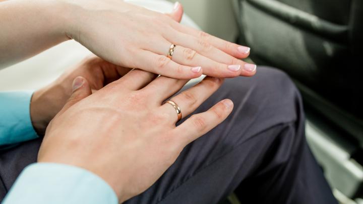Брак с этим мужчиной может стоить свободы: девушка из Ярославля вышла замуж, польстившись на деньги