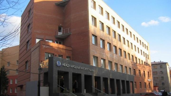 Рособрнадзор отказался аккредитовывать специальности в Самарском университете управления «МИР»