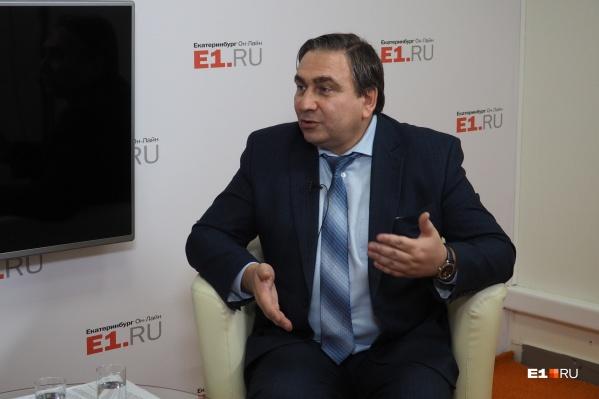 Министр ЖКХ Свердловской области Николай Смирнов в студии E1.RU