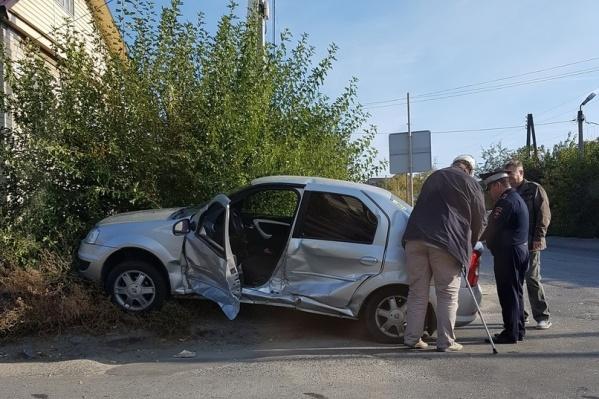 Волгоградские водители без светофора не замечали друг друга на дороге
