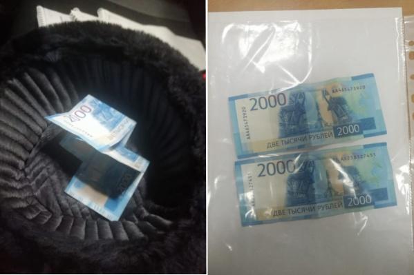 Мужчина кинул деньги в шапку, лежащую на консоли патрульного авто