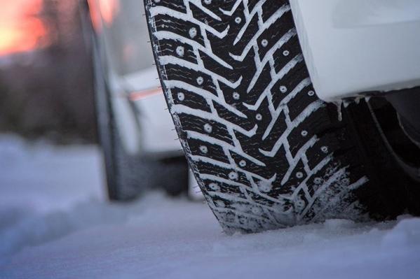 В России хотят бороться с шипованными шинами, потому что они портят дороги