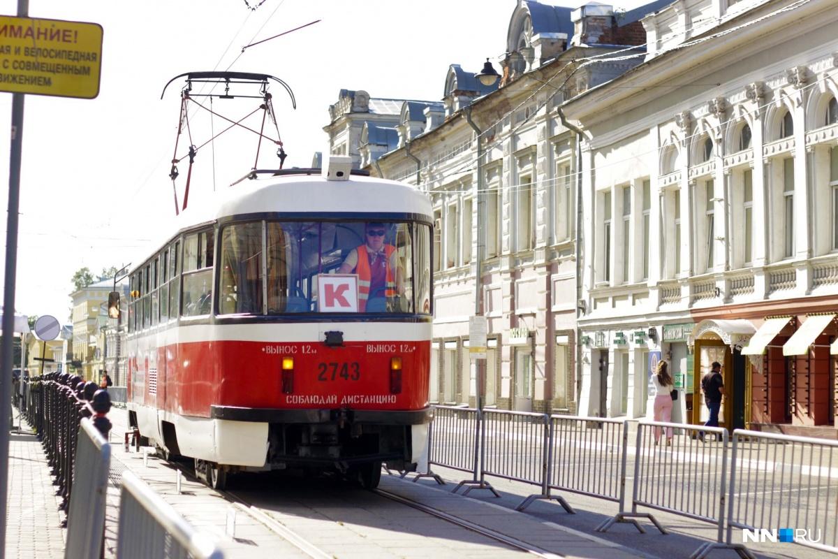 Трамваи доезжали до Благовещенской площади и возвращались по Рождественской, двигаясь задним ходом