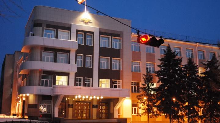 Новосибирцы обнаружили около здания областной полиции «генеральскую стоянку»