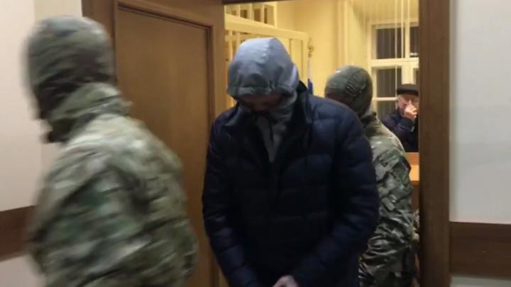 Затянул капюшон на лице: в Ярославле арестовали бывшего заммэра. Хроника скандала со взяткой