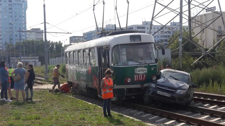 «Выезжал из гаража»: в ТТУ рассказали о деталях столкновения «Гранты» и трамвая