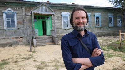 Музейный менеджер спасает заброшенную школу и вымирающий хутор международным фотофестивалем