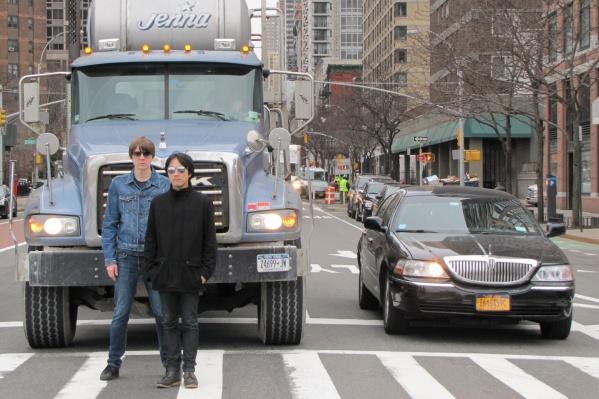 Новосибирский музыкант Владимир Комаров, живущий в Нью-Йорке, записал дебютный альбом нового проекта The Dayoffs