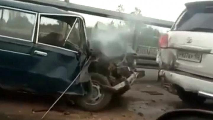 ДТП в Уфе на мосту в сторону Шакши, где погиб человек, попало на видео