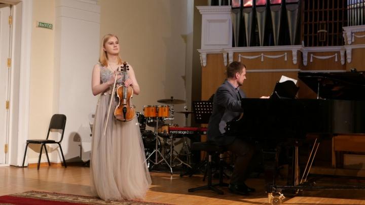 Репетирует по 6 часов в день: скрипачка Юлия Пищагина рассказала, как готовится к фестивалю в Сербии