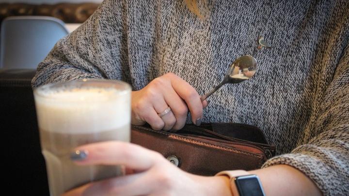 Посуда, картины, зеркала и мячики из писсуара: что челябинцы тащат из ресторанов