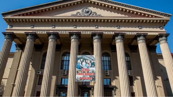 Бывший преподаватель СГУПСа пошёл под суд за взятки размером в 345 тысяч