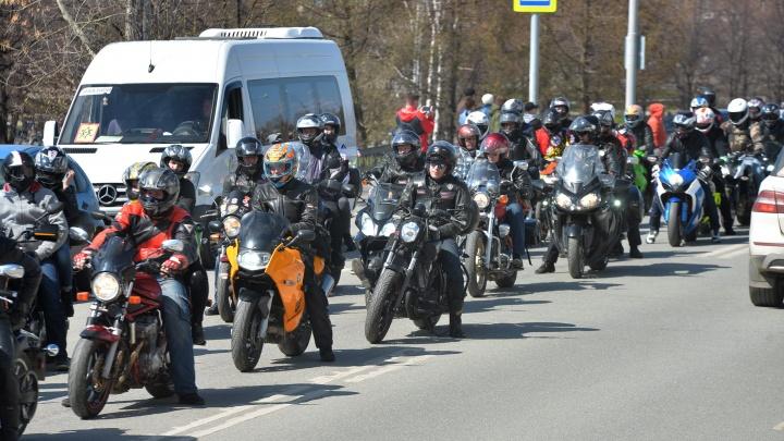 В Екатеринбурге байкер отсудил у дорожников 688 тысяч рублей за разбитый Harley-Davidson