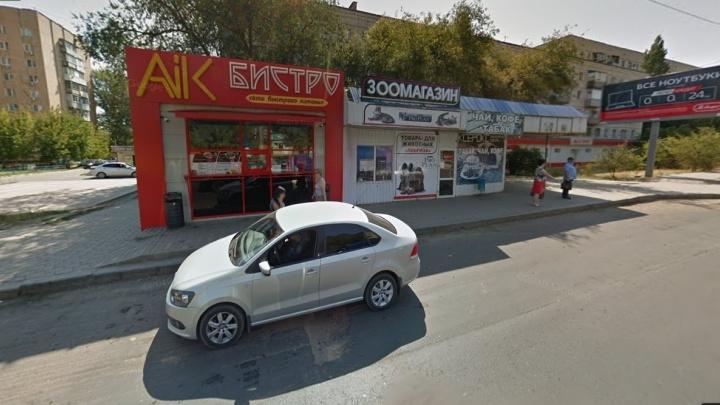 «Просто истёк договор аренды»: в Волгограде чиновники обвинили пенсионерку в сносе «Aik Бистро»