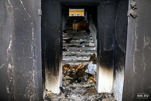 Говорят, что горело здесь несколько дней, но пожарных так никто и не вызвал