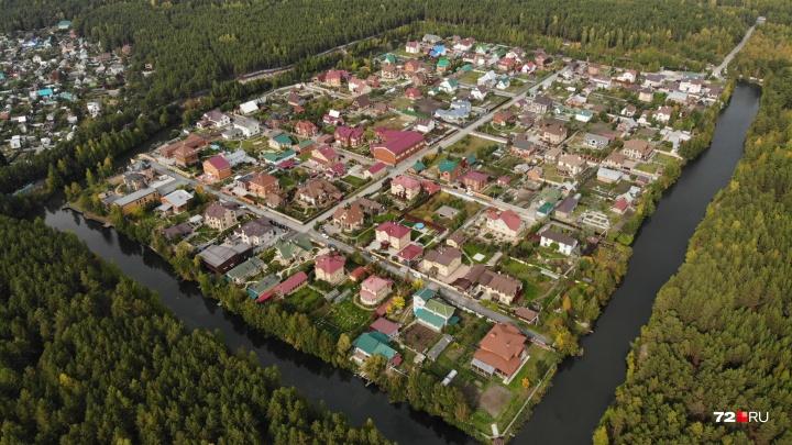 Обитаемый остров: подглядываем, как выглядит элитный тюменский поселок, обнесенный глубоким рвом