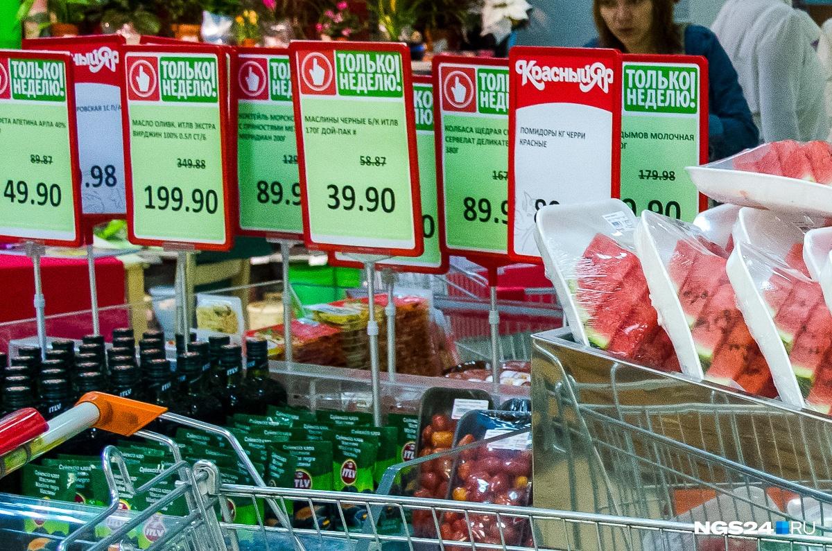 Ценник 3-летней давности призывает купить оливковое масло по 199 рублей: Акция! Прежняя цена 349 рублей