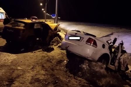 Две иномарки столкнулись на окружном шоссе Котласа 15 ноября. Погибли три молодые девушки