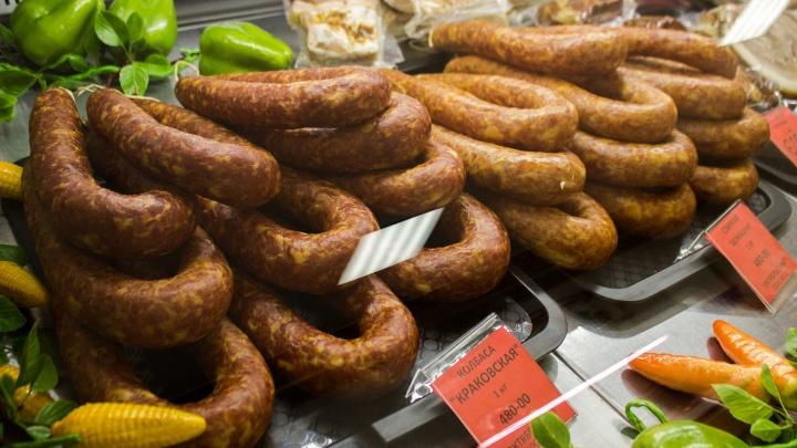 Мясо и пельмени: владелец известного кафе открыл магазин с колбасой собственного копчения