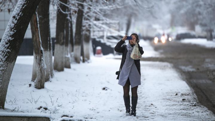 Снег кружится, летает и тает: фоторепортаж UFA1.RU о том, как столицу Башкирии накрыло белое одеяло