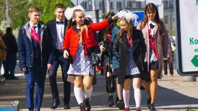 День белых бантиков, смеха и слёз: фоторепортаж NGS55 о последнем звонке в Омске