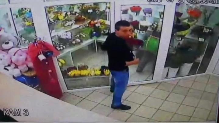 Опубликовано видео дерзкого нападения на цветочный салон