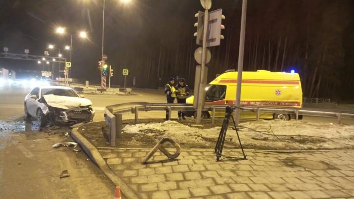 На Объездной дороге Audi врезался в карету скорой, которая везла ребенка в больницу