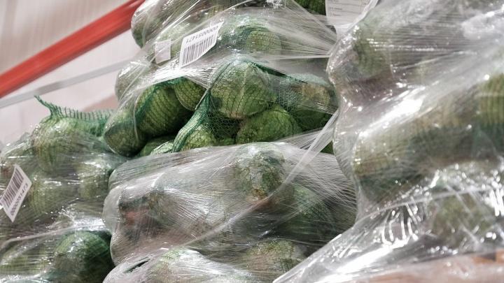 В Прикамье подорожали капуста и яблоки, но подешевели гречка и курица