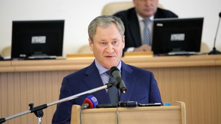 По вопросу от каждой фракции: Алексей Кокорин отчитался перед депутатами о работе за 2017 год
