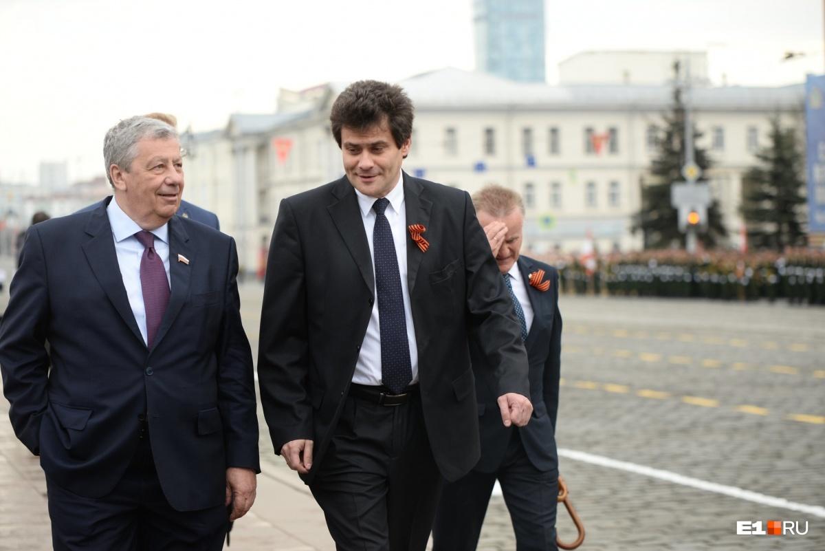На параде присутствовали глава города Александр Высокинский и сенатор Аркадий Чернецкий, которому 8 мая исполнилось 69