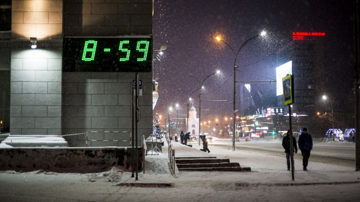 Дворники и пара прохожих: 10 пустынных фото с утренних улиц Новосибирска