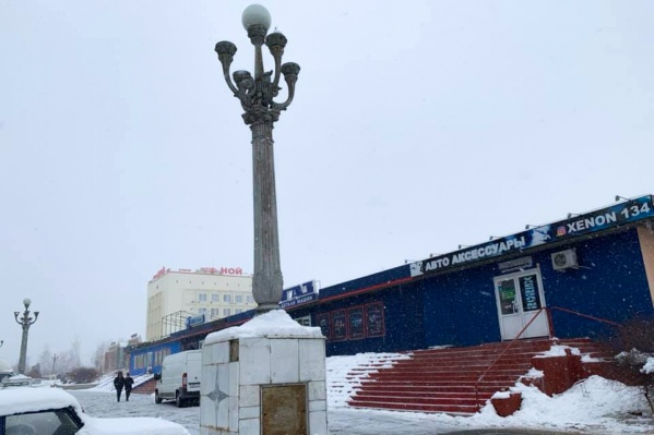 Волгоградец уверен — это те самые фонари, пропавшие с Центральной набережной