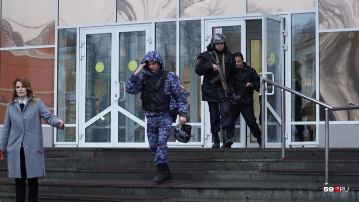 Полиция снимет отпечатки пальцев. В пермском Дворце пионеров рассказали о «банке с проводами»
