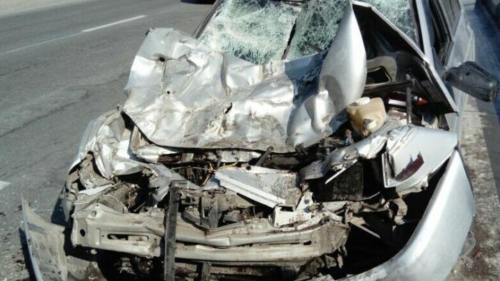 Водитель «десятки» без ОСАГО взял на таран грузовик с дорожниками на Бердском шоссе