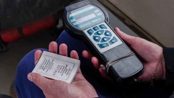 Вместо билета дали бумажку: новосибирцы не смогли рассчитаться картами в автобусах