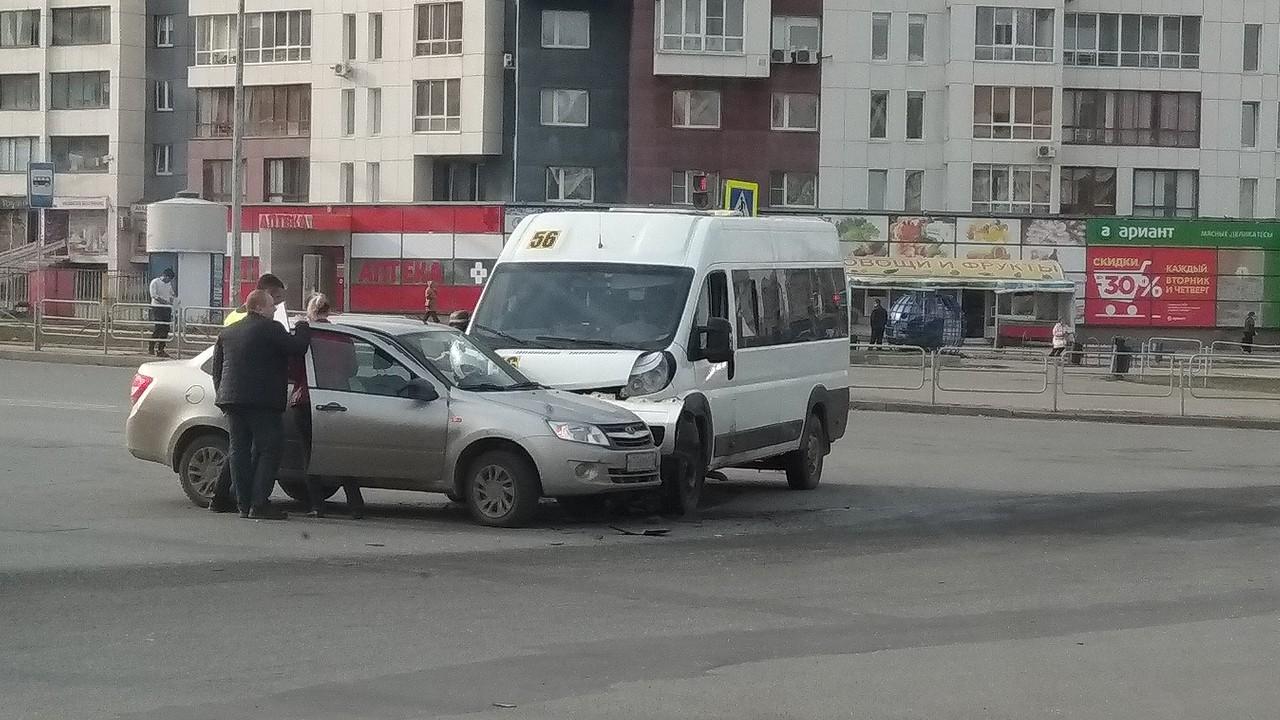 С октября европротокол должен стать основным способом оформления ДТП с двумя автомобилями и без пострадавших: лимит выплат возрастает в четыре раза