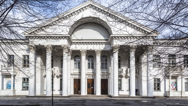 Попросили отдать безвозмездно: Волгоградская область забирает себе бывший кинотеатр «Победа»