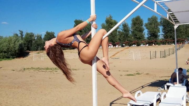 «С таким низом иди за призом»: волгоградские красавицы жалуются на короткое лето
