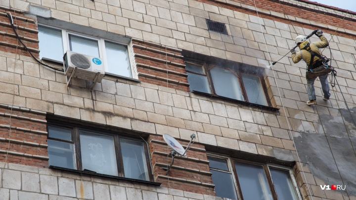 «Оставила на морозе»: в Волгоградской области альпинисты спасли запертую на балконе дочкой женщину