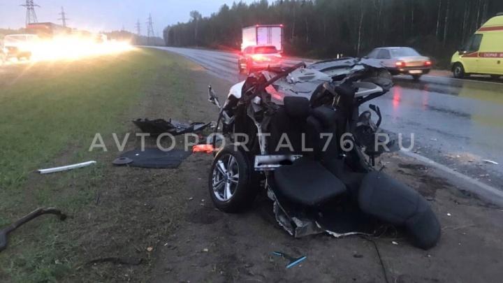 Куски железа разлетелись по трассе: иномарка вылетела на встречку и снесла две машины
