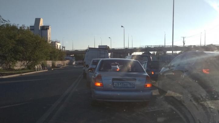 «Мы заблокированы»: самарские автомобилисты встали в огромную пробку на Заводском шоссе