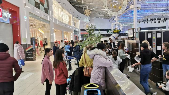 Из торгового центра «Мега» в Уфе эвакуировали 1500 человек