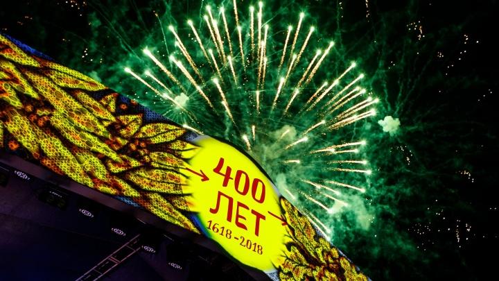 Народный «Есаул» и «фабричные» звезды: тысячи зрителей отметили 400-летие Урюпинска