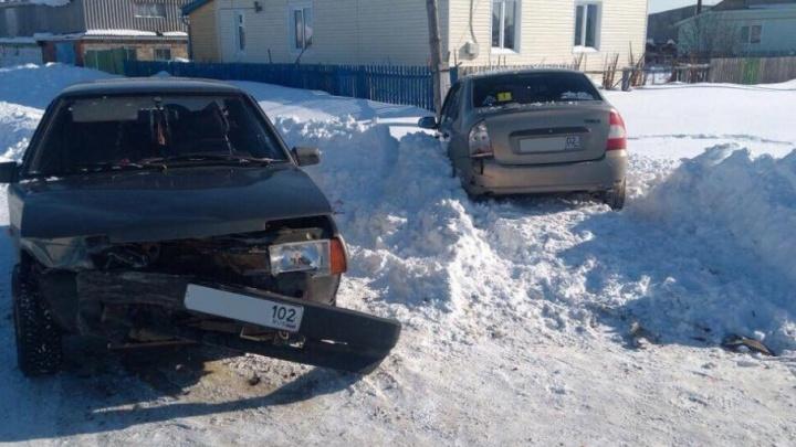 В Башкирии ВАЗ-21099 снес «Ладу-Калину»: пострадали две женщины