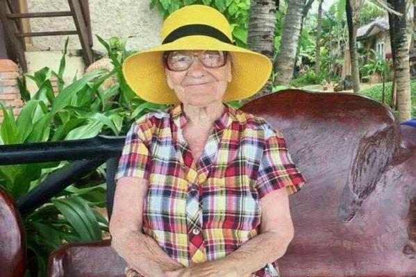 Баба Лена объездила десяток стран и стала известна на всю страну