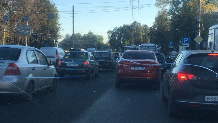 Ярославль встал в гигантскую пробку: что происходит на Московском проспекте