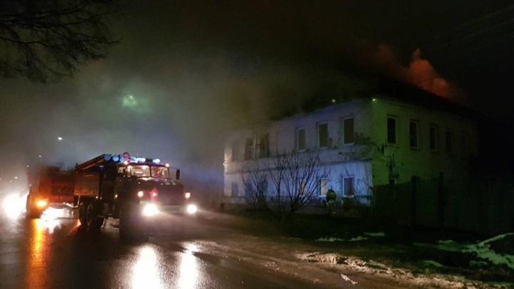 Сразу два крупных пожара за ночь в Ярославле: горели центр и Брагино